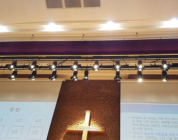 300W Led Fresnel Spotlight In Church Project